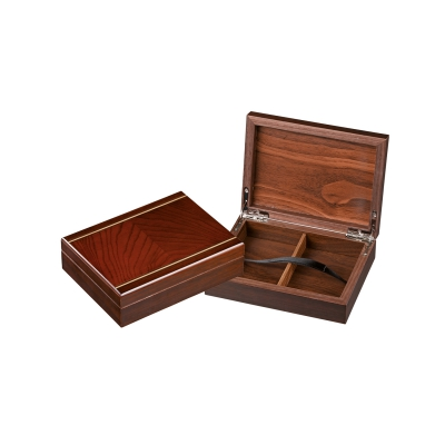 Box for playing cards - without cards - magnetic look